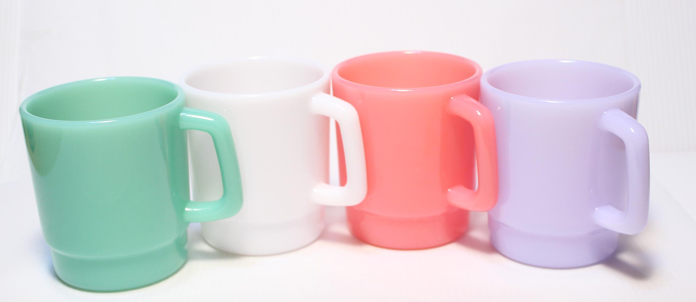 オリジナルマグカップの下地の色を選べます